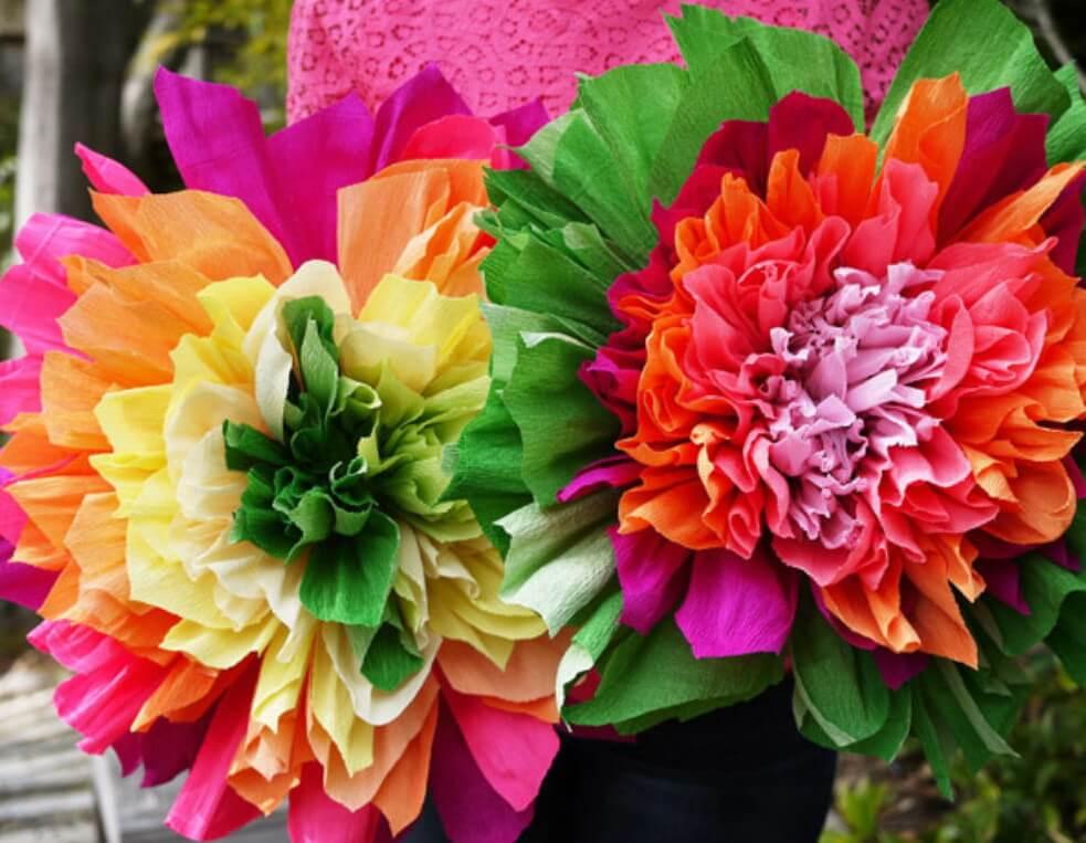 Suured lilled krepp-paberist